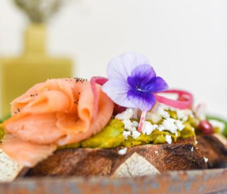 avocado toast cafe love labr. LABR Paris première maison de fleur de thé